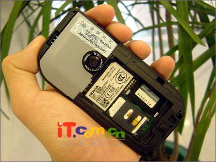 广州市场诺基亚百万像素手机7610跌破5000