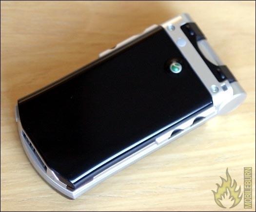 索尼爱立信V800真机接触功能强大外形俊朗