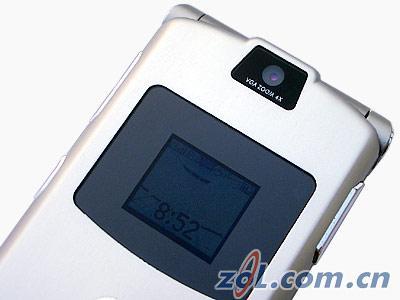 薄如刀片摩托罗拉V3超薄折叠机抢先评测(8)