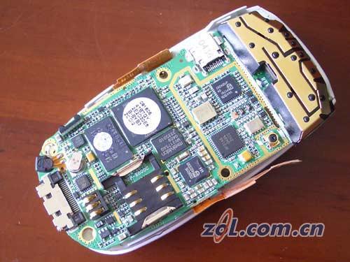 探询滑盖内秘密--三星SGH-E808拆卸实录