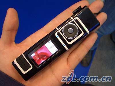 概念成真!诺基亚7280笔型手机抢先试用(图)
