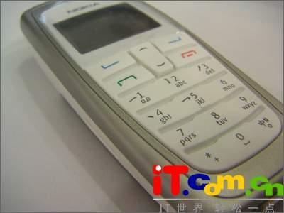 填补空白诺基亚直板CDMA手机2112上市(图)