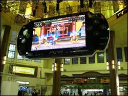 SONY在日本东京站展示8米的巨型PSP