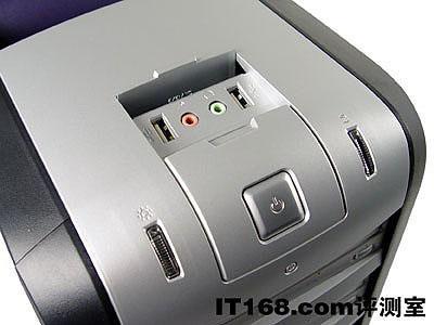 前置USB接口早已成为电脑机箱的标准配置 前置USB接口早已成为电脑机箱的标准配置,开天M4800不仅在前面板的下方设计了隐藏式音频、USB接口,而且在机箱顶盖的天窗上也提供了同样的配置,这样一来用户无论将主机摆在桌面还是桌下,都能够十分方便地连接USB、音频设备,体贴的设计让人倍感易用。 [上一页]&nbsp&nbsp[1]&nbsp&nbsp[2]&nbsp&nbsp[3]&nbsp&nbsp[4]&nbsp&nbsp[5]&nbsp&nbsp[6]&nbsp&nbsp[7]&nbsp&nbsp