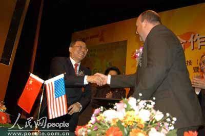 图文:长城与IBM签约ISTC合资公司成立