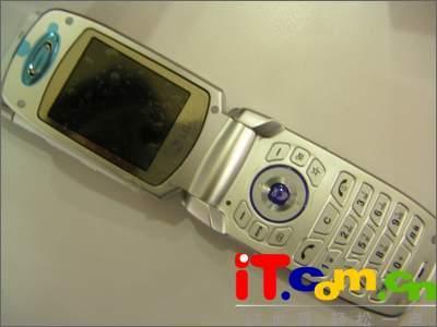 专为MP3设计LG新款折叠音乐手机C930上市