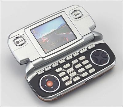 双屏幕双键盘 LG推出多功能3D游戏手机(图)_
