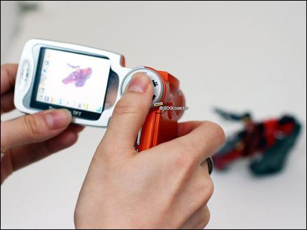 全球首款300万像素GSM手机xcuteV8曝光
