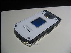 松下百万像素智能手机X800/Z800亮相(组图)(2)