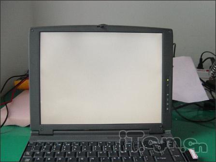 维修纪实:笔记本电脑开机白屏 花屏维修_笔记