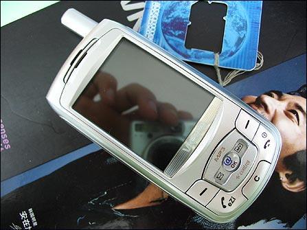 十项全能唯开百万像素MP3手机VK900上市