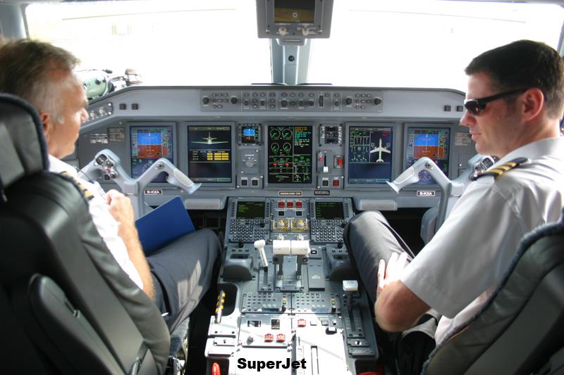 罕见的飞机驾驶室内的照片(组图)