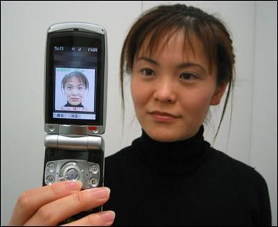 欧姆龙推出全球首款面部识别技术手机_新浪手