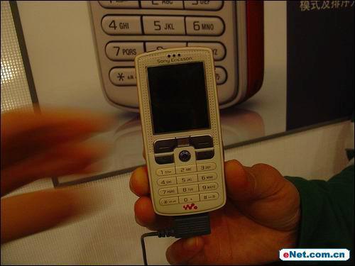 当手机遇上Walkman索爱W800c抢先试用(图)