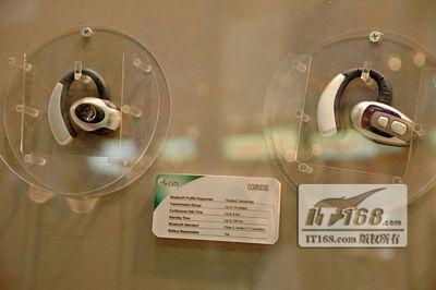 小巧玲珑CeBit2005磐正展出蓝牙耳机HS02