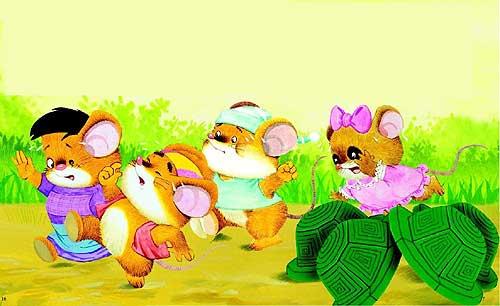 四只小老鼠在幼儿园的一个小房子里发