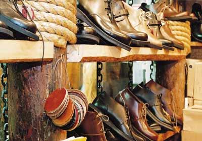 小型潮鞋店装修