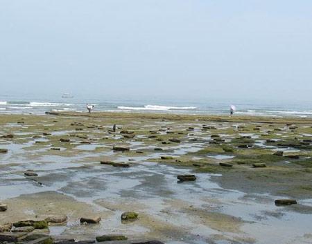 涠洲岛位于广西北海市正南方北部湾海面上,距北海市21海里,为中国北部