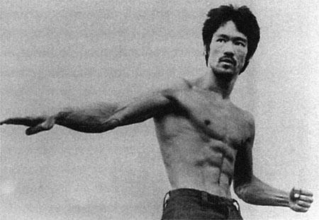"""李小龙/李小龙曾说:""""人,活着的人,创造武术的人要比任何已建立的..."""