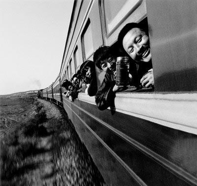 中国 火车上的中国人/摄影/文/王福春1982/2002年