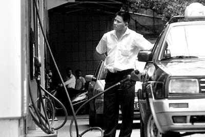 油站无哄抬油价囤积居奇行为(图)