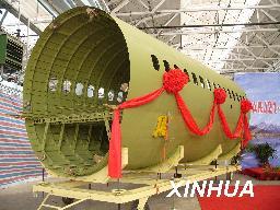 中国ARJ21新支线飞机第一个大部件交付总装阶段