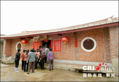 木牌,上面清楚记载古宅最后一次重修是清嘉庆年间