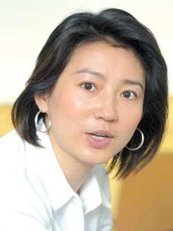 中国主持人价值排行公布李咏4.2亿王小丫3.5亿