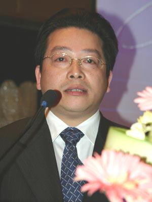 陆华裕:小银行辛苦赚小钱兼并重组员工受害大