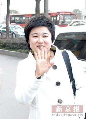 26岁亿万女富豪吴英调查自称随身带10亿元珠宝