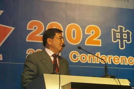 现场图片:TCL集团董事长、总裁李东生在论坛上发言
