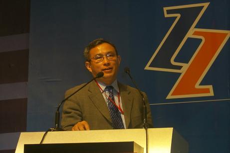 现场图片:北京大学教授周其仁在论坛上发言