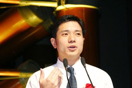 图文:百度CEO李彦宏公布2004财富影响力品牌