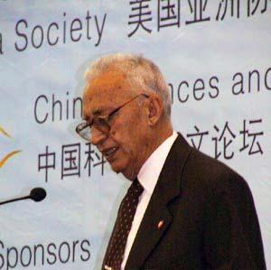 图文:尼泊尔部长内阁副主席比斯塔在演讲