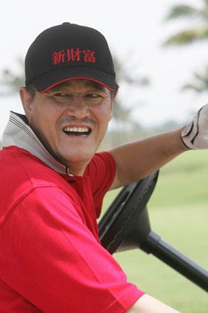图文:赵本山在博鳌论坛年会高尔夫邀请赛场