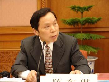 图文:会议主持人陈东琪