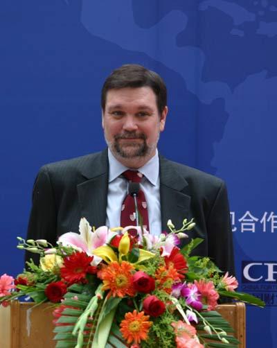 图文:大卫-艾尔伍德宣布中国校友会成立