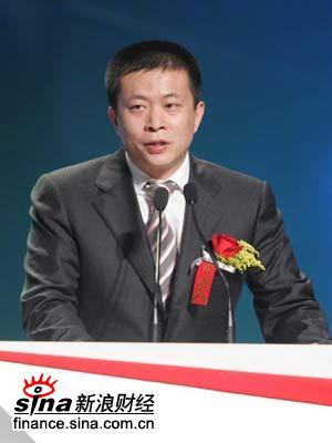 图文:新浪总裁曹国伟发表获奖感言