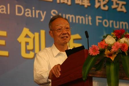 图文:中国奶业协会副理事长徐定人
