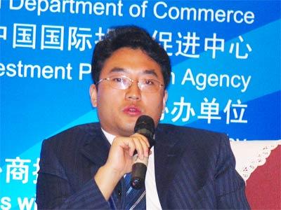 图文:成都颠峰软件有限公司总经理张玮在作演讲