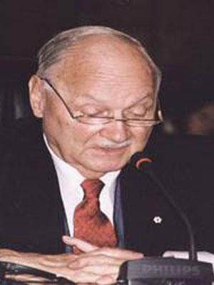 图文:联合国副秘书长莫里斯-斯特朗将出席大会