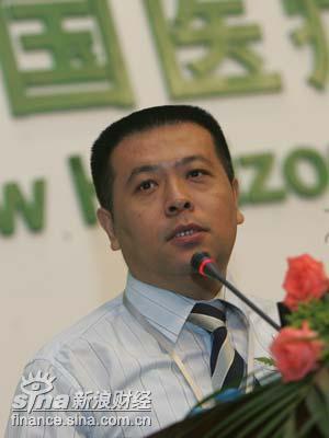 图文:中国卫生部政策法规司政策研究处长雷海潮