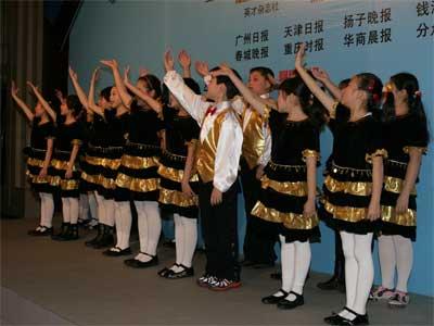图文:和平里九小学生表演