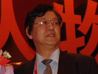 图文:中企联合会执行副会长冯并为江南春开奖