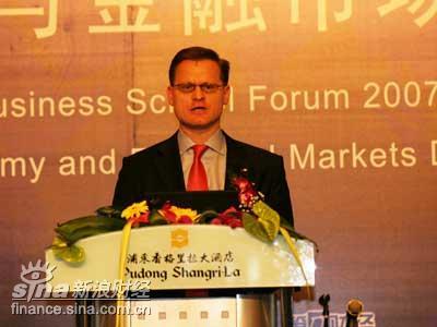 翁富泽:后WTO时代的中国银行业务