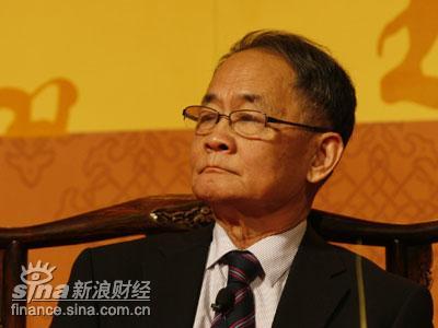 图文:中国期刊协会顾问及前会长张伯海主持论坛