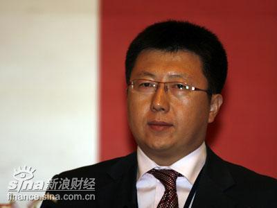 图文:第一届论坛主席朱雷先生代表mba校友发言