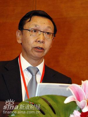 图文:中国银监会副主席蔡鄂生参加会议