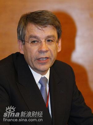 图文:德国复兴信贷银行董事罗博特-克劳本博格