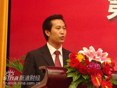 图文:《人民代表报》社长李中元宣读倡议书
